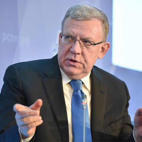 Глава Счетной Палаты проанализировал Майские указы Путина и параметры бюджета на будущий год и считает, что обещания и планы президента несбыточны