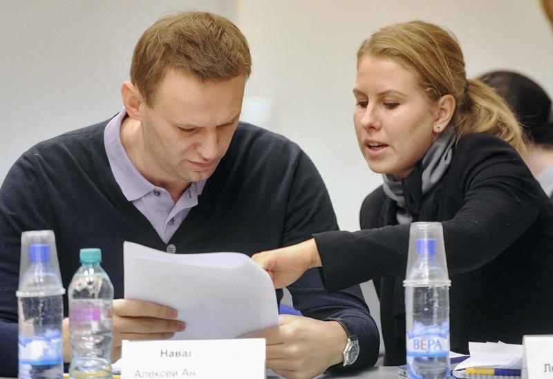 Картинки по запросу навальный и соболь\
