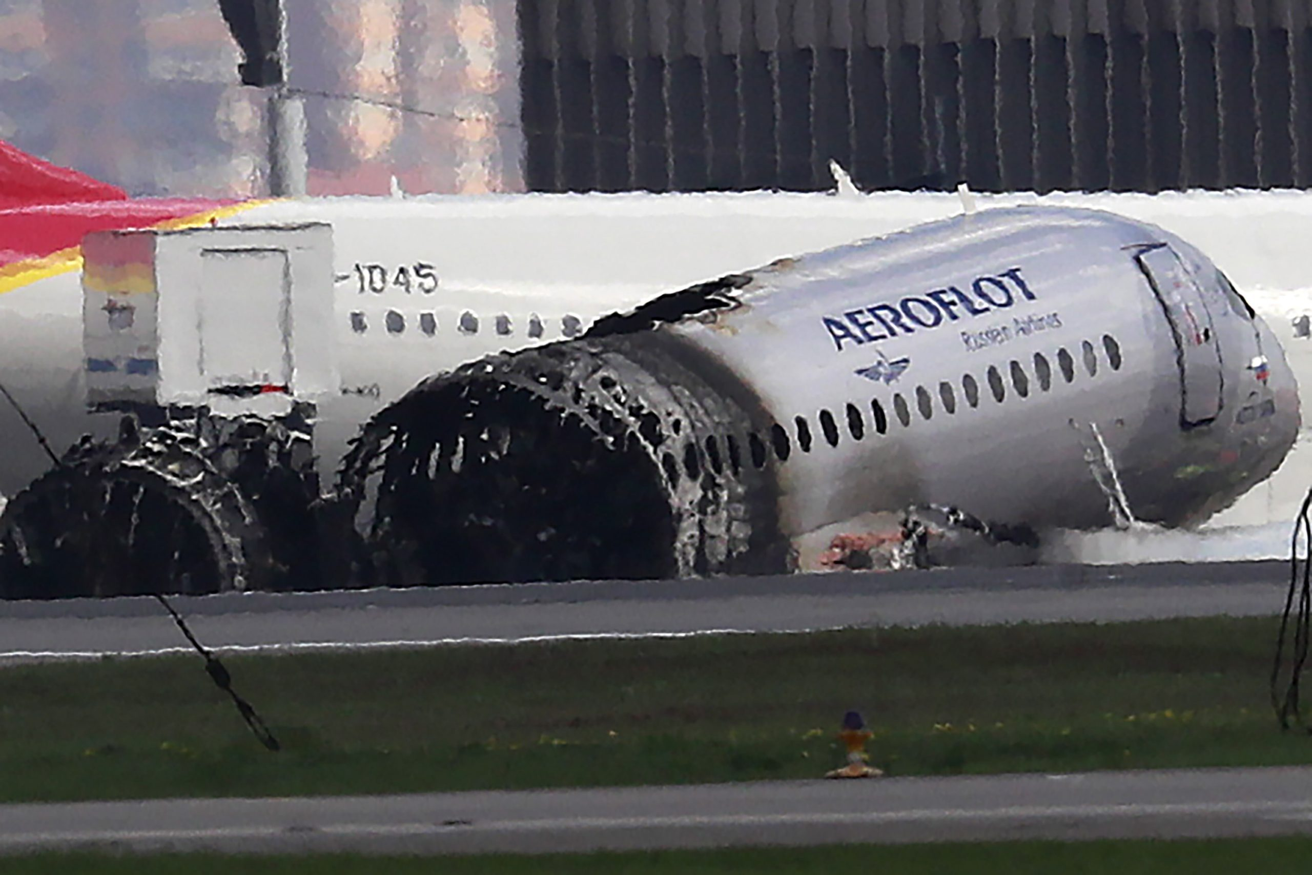 «Открытые медиа» с помощью лётчиков и авиаэкспертов разбирают странности авиакатастрофы в «Шереметьево» 5 мая