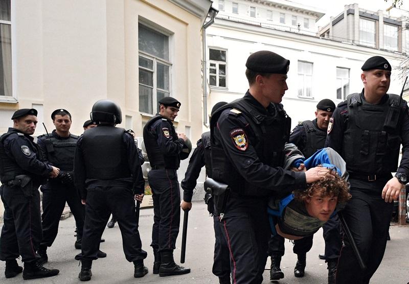 https://openmedia.io/exclusive/v-rossii-poyavitsya-sajt-dlya-deanona-agressivnyx-silovikov/
