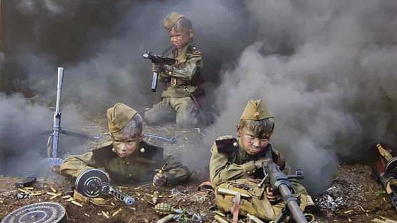 В московском детсаду повесили календарь «с окровавленными детьми ...