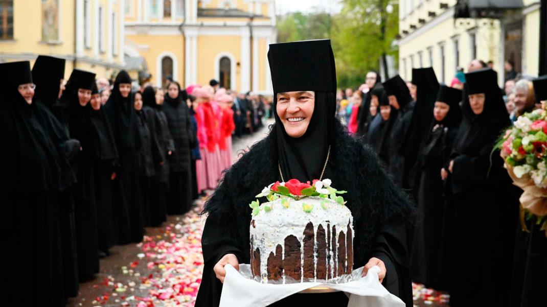 У монахини-управляющей гостиницами РПЦ нашёлся личный Mercedes за 9,5 млн  рублей